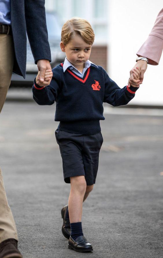 petit garçon qui fait sa première rentrée des classes