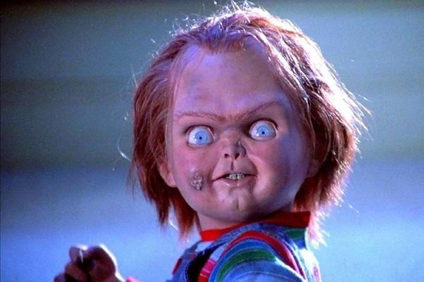 effrayante poupée Chuckie aux yeux exhorbités